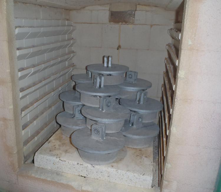 RÉALISATION #22  ATELIER   Nos fours spécialisés assurent une cuisson contrôlée des pièces.…
